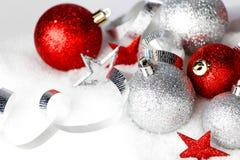 Decoraciones de la Navidad en nieve Foto de archivo libre de regalías