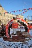 Decoraciones de la Navidad en la Plaza Roja en Moscú Pista de patinaje de la GOMA Imágenes de archivo libres de regalías