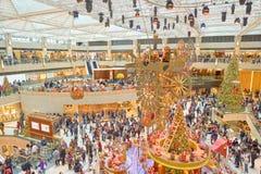 Decoraciones de la Navidad en la señal Fotos de archivo libres de regalías