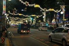 Decoraciones de la Navidad en Singapur Fotos de archivo