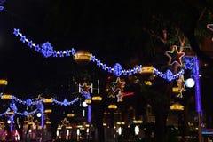 Decoraciones de la Navidad en Singapur Imágenes de archivo libres de regalías
