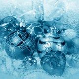 Decoraciones de la Navidad en tono azul Foto de archivo libre de regalías