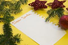Decoraciones de la Navidad en un fondo amarillo Imágenes de archivo libres de regalías