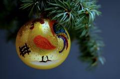 Decoraciones de la Navidad en un fondo de madera Imagenes de archivo