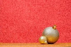 Decoraciones de la Navidad en un fondo del brillo Imagen de archivo libre de regalías