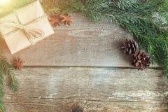 Decoraciones de la Navidad en un fondo de madera Imágenes de archivo libres de regalías