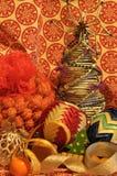 Decoraciones de la Navidad Navidad Muchos ornamentos y regalos del día de fiesta Ornamentos de la Navidad Fotos de archivo