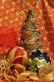 Decoraciones de la Navidad Navidad Muchos ornamentos y regalos del día de fiesta Ornamentos de la Navidad Fotos de archivo libres de regalías