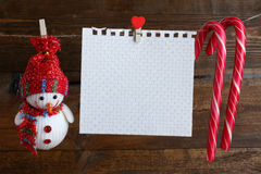 Decoraciones de la Navidad que cuelgan en una secuencia Fotografía de archivo