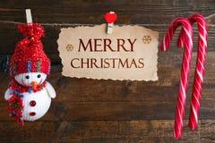 Decoraciones de la Navidad que cuelgan en una secuencia Fotografía de archivo libre de regalías