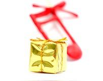 Decoraciones de la Navidad Rectángulo de regalo de oro Imágenes de archivo libres de regalías