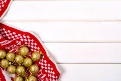 Decoraciones de la Navidad una tela escocesa Imagenes de archivo