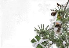 Decoraciones de la Navidad y del Año Nuevo con las ramas coníferas en a Fotografía de archivo