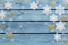 Decoraciones de la Navidad y del Año Nuevo: copos de nieve y corazones de oro imagen de archivo libre de regalías