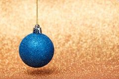 Decoraciones de la Navidad y del Año Nuevo en fondo del brillo Fotografía de archivo libre de regalías