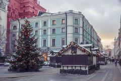 Decoraciones de la Navidad y del Año Nuevo en Moscú, Rusia Imagen de archivo