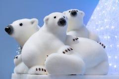 Decoraciones de la Navidad y del Año Nuevo: estatuillas de un b polar blanco Imagenes de archivo