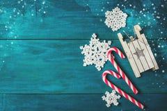Decoraciones de la Navidad y ramas de la picea Fotografía de archivo libre de regalías