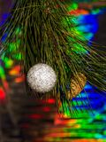 Decoraciones de la Navidad y una rama de un árbol de navidad Imágenes de archivo libres de regalías