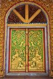 Decoraciones de la puerta del templo Imágenes de archivo libres de regalías
