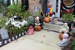 Decoraciones de la puerta principal de Halloween Fotos de archivo