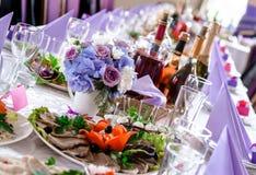 Decoraciones de la tabla de la boda Fotografía de archivo libre de regalías
