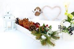 Decoraciones de la tabla en nieve Fotografía de archivo libre de regalías