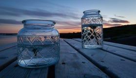 Decoraciones de la tabla en la puesta del sol fotografía de archivo