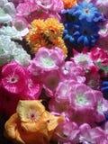 Decoraciones de las flores artificiales imagenes de archivo