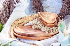 Decoraciones de madera en una comida campestre Foto de archivo