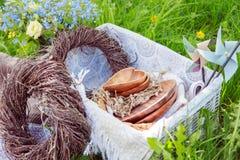 Decoraciones de madera en una comida campestre Fotografía de archivo libre de regalías