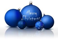 Decoraciones de Navidad y del Año Nuevo Bolas azules de la Navidad con los tenedores de plata Sistema de objetos realistas aislad stock de ilustración