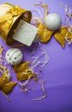 Decoraciones de oro de las alas por Año Nuevo Foto de archivo libre de regalías