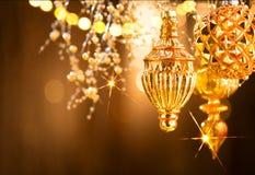 Decoraciones de oro de la Navidad y del Año Nuevo Fondo abstracto del día de fiesta Imagen de archivo libre de regalías