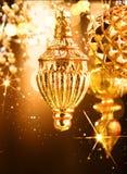 Decoraciones de oro de la Navidad y del Año Nuevo Fondo abstracto del día de fiesta Fotos de archivo libres de regalías