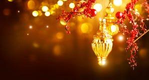 Decoraciones de oro de la Navidad y del Año Nuevo Fondo del día de fiesta del centelleo Foto de archivo