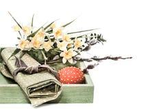 Decoraciones de Pascua en el fondo blanco Fotos de archivo libres de regalías