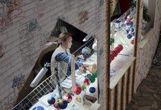 Decoraciones de pintura del Año Nuevo en un taller Imagenes de archivo