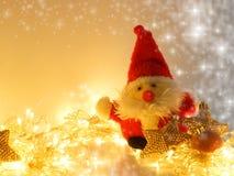 Decoraciones de Toy Santa Claus, de la Navidad y guirnalda festiva Imagen de archivo