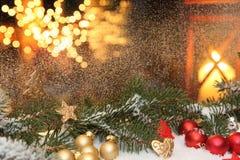 Decoraciones de una ventana de la Navidad Imagen de archivo