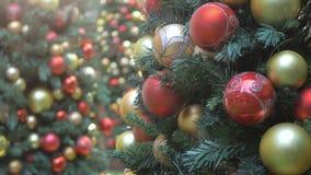 Decoraciones del árbol de navidad almacen de metraje de vídeo