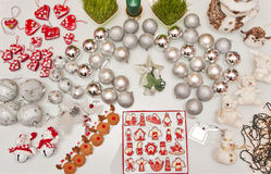 Decoraciones del árbol de navidad fotos de archivo