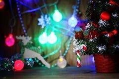 Decoraciones del árbol de navidad de la composición del Año Nuevo Imagen de archivo libre de regalías