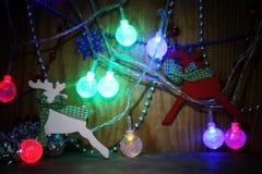 Decoraciones del árbol de navidad de la composición del Año Nuevo Fotos de archivo