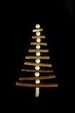 Decoraciones del árbol del Año Nuevo hechas de palillos Tarjeta de Navidad de la vendimia Fotos de archivo libres de regalías