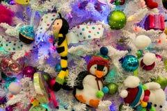 Decoraciones del árbol del día de fiesta de la Navidad foto de archivo libre de regalías