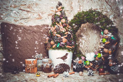 Decoraciones del Año Nuevo Árbol de navidad, canela Imagen de archivo