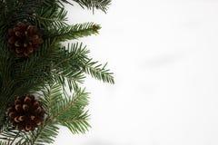 Decoraciones del Año Nuevo en el fondo blanco foto de archivo