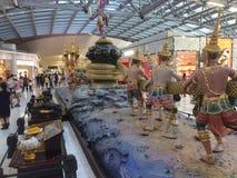Decoraciones del aeropuerto internacional de Bangkok Suvarnabhumi fotografía de archivo libre de regalías