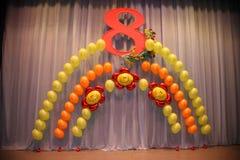Decoraciones del día de fiesta de la foto de la etapa, de la cortina o de la pared con el número 8 (ocho) Imagen de archivo libre de regalías
